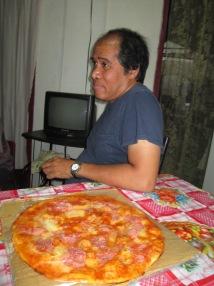 Pizza cubana con jamón y queso además se le añade salsa de tomate en Santiago de Cuba